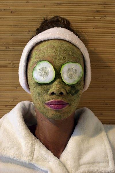 Algumas máscaras são capazes de equilibrar e revitalizar a pele com acne