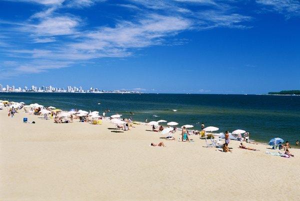 Playa Brava es ideal para practicar deportes náuticos.