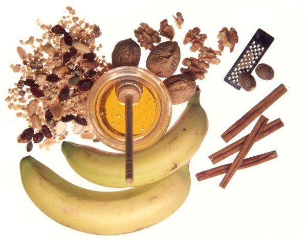 Banana assada com canela é um lanche que fornece vitaminas e estimula o gasto de calorias