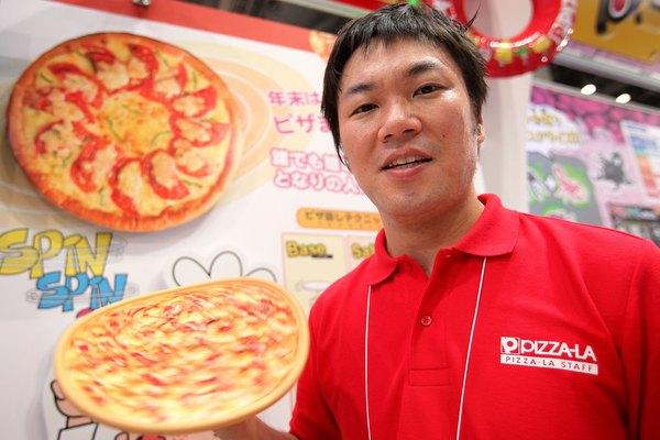 En la pizza Japonesa la salsa se reemplaza por tinta de calamar.