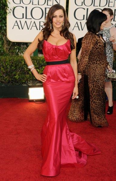 """A estrela de """"Modern Family"""" Sofia Vergara no Globo de Ouro de 2011"""