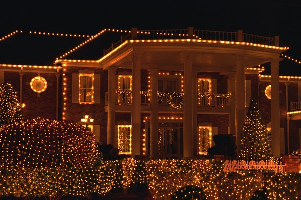 15 fachadas que no pasan desapercibidas for Luces para exterior de casa