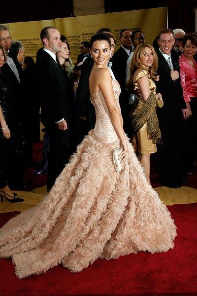 Penélope Cruz usou um modelo Atelier Versace no Oscar 2007