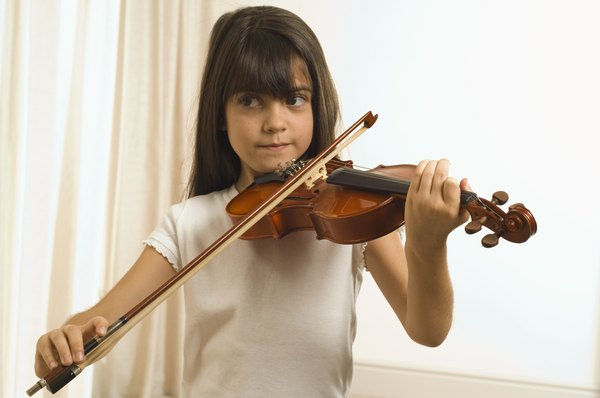 O violino é um instrumento que pode fazer a cabeça do seu filho