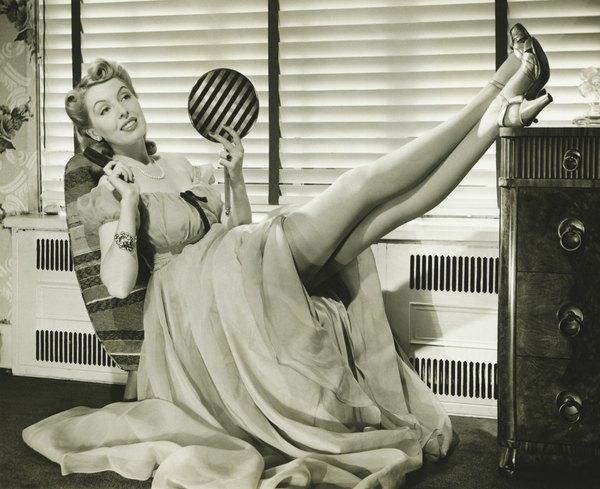 No calor, não vale usar calças pesadas e esconder as pernas