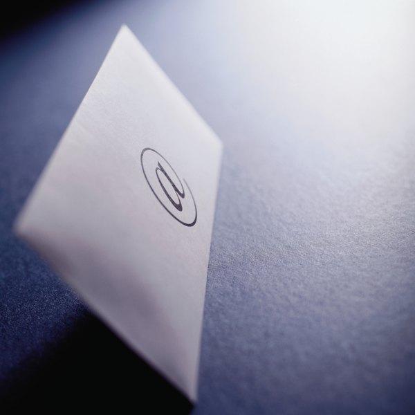 Escreva um e-mail breve e simples ao anexar seu currículo