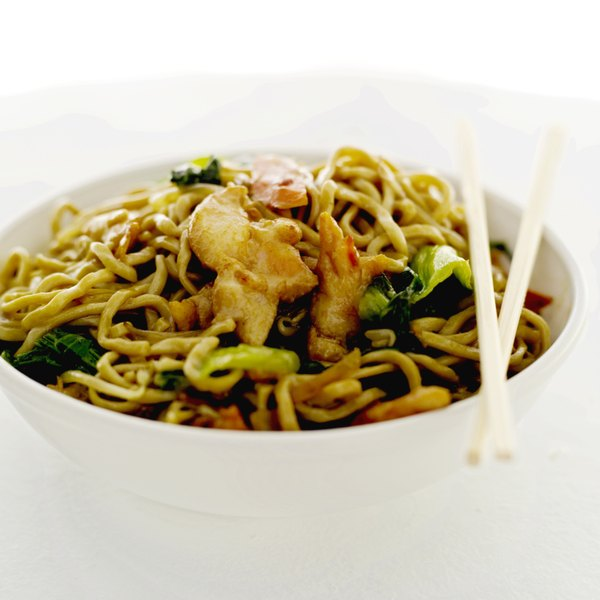 The fiber in chicken lo mein is provided by the vegetables and noodles.
