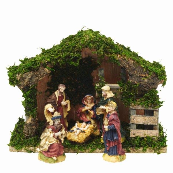 Hay diferentes variedades de musgo, uno que se encuentra fresco y otro seco, el primero de ellos da un toque y sensación clásica de Navidad.