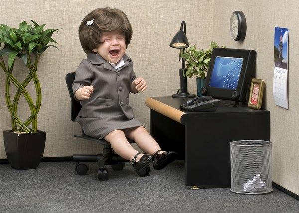 O chefe ansioso é impaciente e está sempre checando o andamento do trabalho