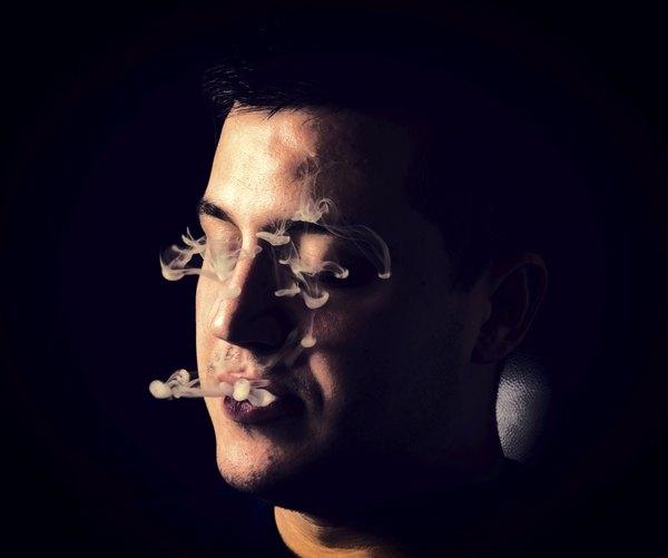 A nicotina, presente no cigarro, provoca alterações nos vasos sanguíneos