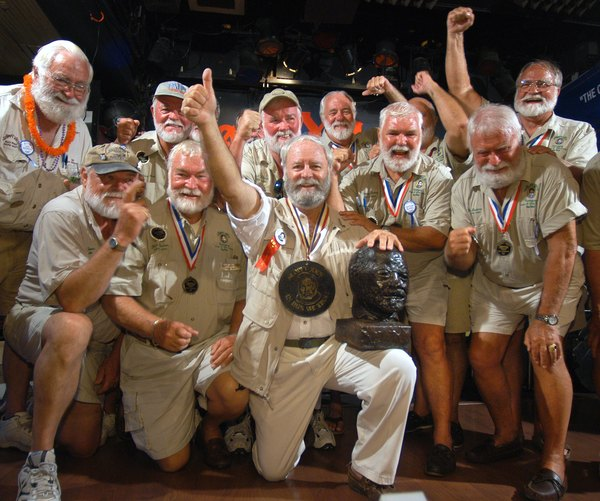 Hemingway tem até mesmo um verdadeiro exército de homens que se parecem com ele