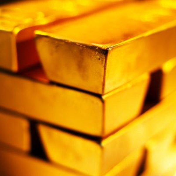 Investors can glean insights from the relationship between the price of gold bullion and the stock market.