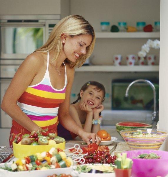 Las brochetas de frutas son sanas y muy ricas.
