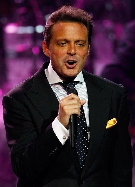 Luis é conhecido por seus romances: ele já se relacionou com as atrizes Brigitte Nielsen e Sofía Vergara, além da tenista Gabriella Sabatini e da Princesa Stéphanie de Mônaco