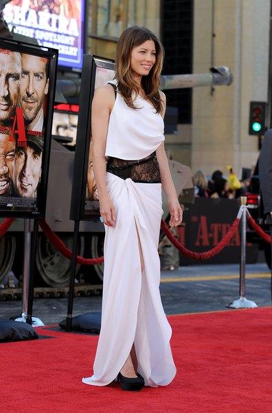 El vestido, de Emilio Pucci, resalta las piernas largas de Jessica Biel con el tajo en el muslo.