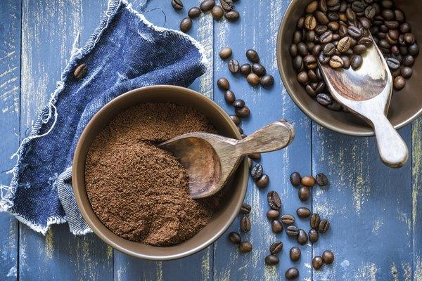 Desodorize a geladeira com café