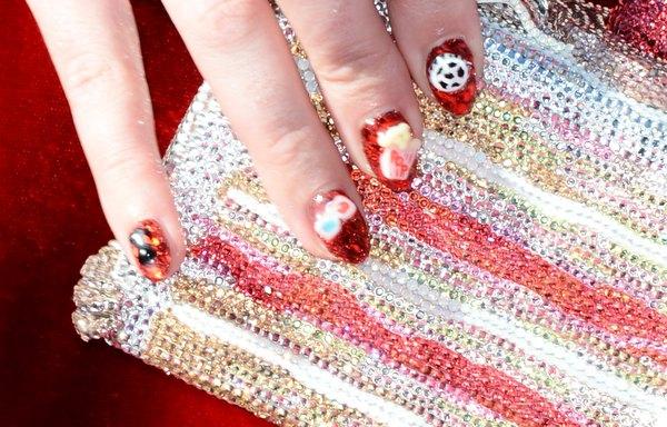 Kate Perry e suas unhas decoradas