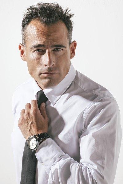 A camisa branca é leve e também uma ótima opção para os dias quentes