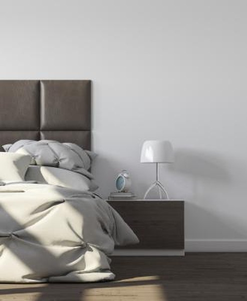 How to Decorate a Bedroom in Brown Leather and White Colors ...