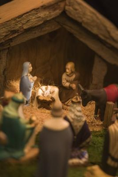 How to Decorate a Christmas Nativity Scene at Home