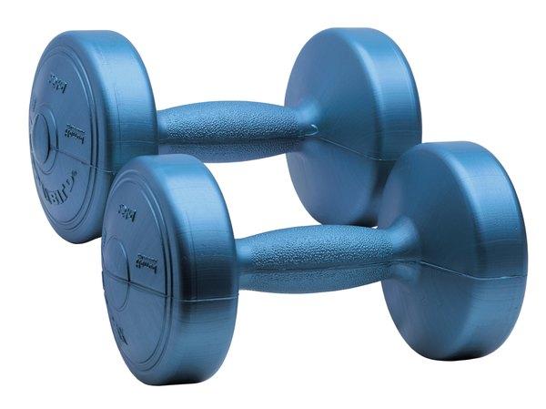 Pesos livres permitem um desenvolvimento muscular mais completo