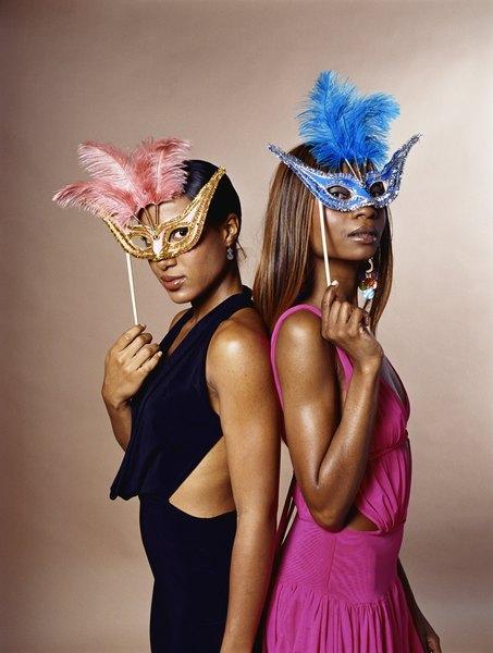 Criar sua própria máscara de Carnaval é fácil