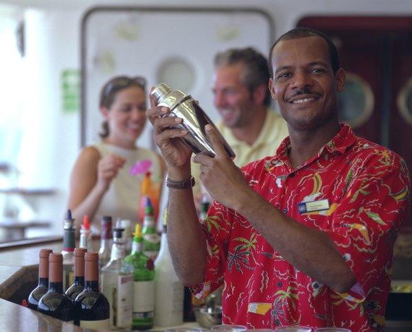 Cóctel Alexander mezclado en una coctelera.