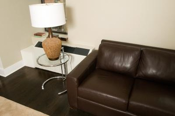 big sale cdf5a 87ada What Kind of End Tables to Pair With a Leather Sofa | Home ...