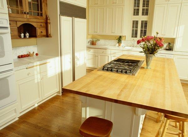 Los objetos bien ordenados ayudan a decorar tu cocina.