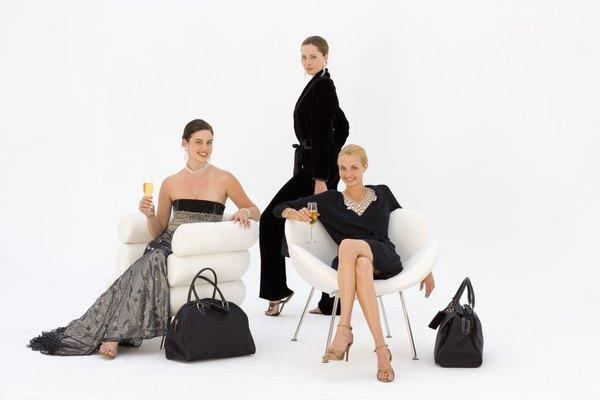 Un coordinado elegante para la oficina lo brinda el saco aterciopelado.