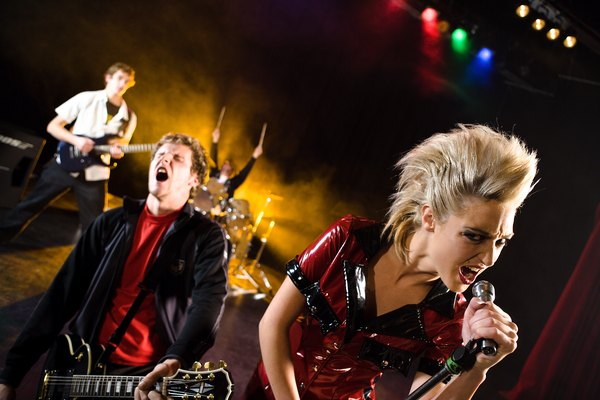 La música Punk se caracteriza por su simpleza y crudeza.