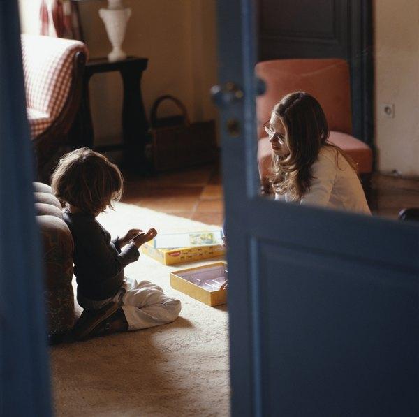 Ler para as crianças é uma das tarefas da boa babá