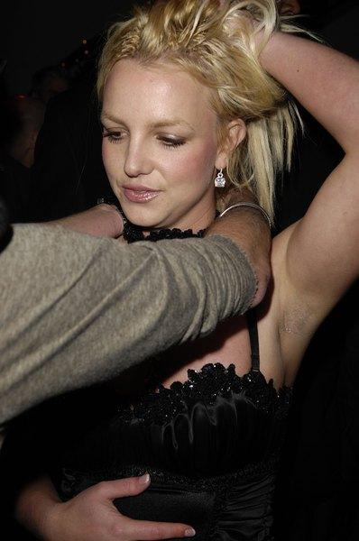 """Em 2004, Britney se casou com um colega de infância, mas a """"união"""" foi anulada 55 horas depois"""