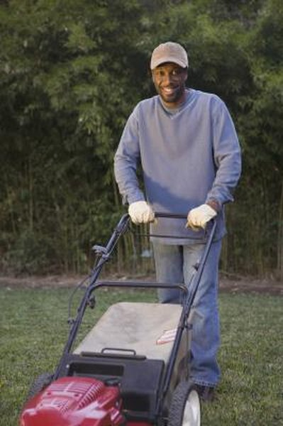 How to Use the Bag & the Side Discharger in Toro Mowers