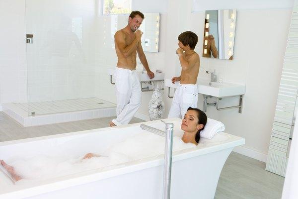 A hora do banho é também um momento de conhecer o próprio corpo