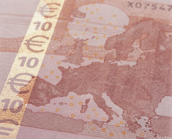 Trade Your Euros At The Airport Or Convert Them Bank