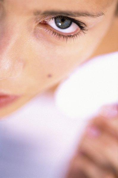 Manter a pele limpa e bem cuidada não exige cuidados apenas no salão