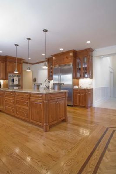 How To Decorate A Kitchen With White Appliances Oak Cabinets