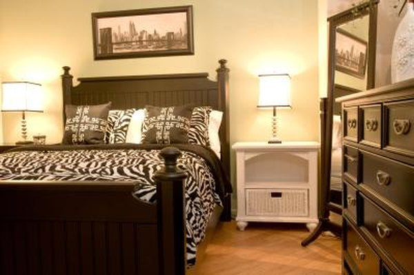 Phenomenal How To Arrange A Full Size Bed Dresser In A 10 X 10 Room Interior Design Ideas Tzicisoteloinfo
