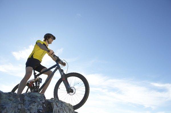 Bicicleta de montaña, una de las actividades que puedes practicar en las Barrancas del Cobre.