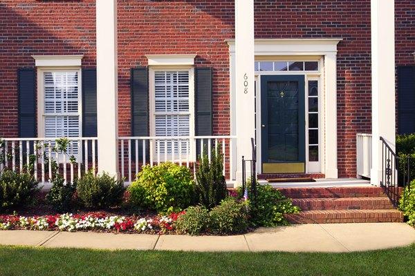 Pocos proyectos de fin de semana cambian una casa más rápido que la adición de persianas.