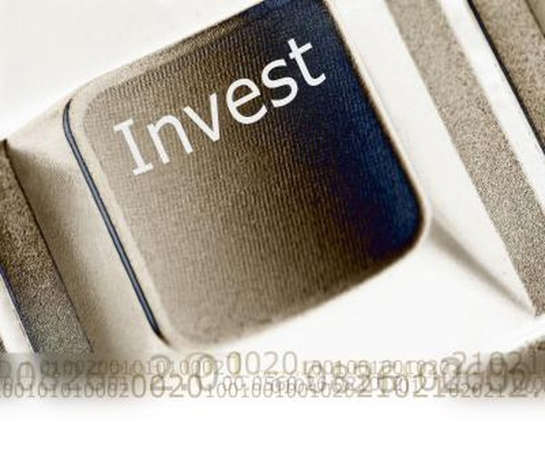 Day traders can use online investment services or use commercial services to day trade stocks and other investments.