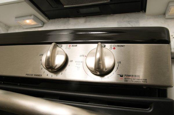 O forno deve estar bem quente ao colocar os bolinhos