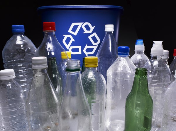 Separe lixo reciclável do orgânico e outros tipos que produtos