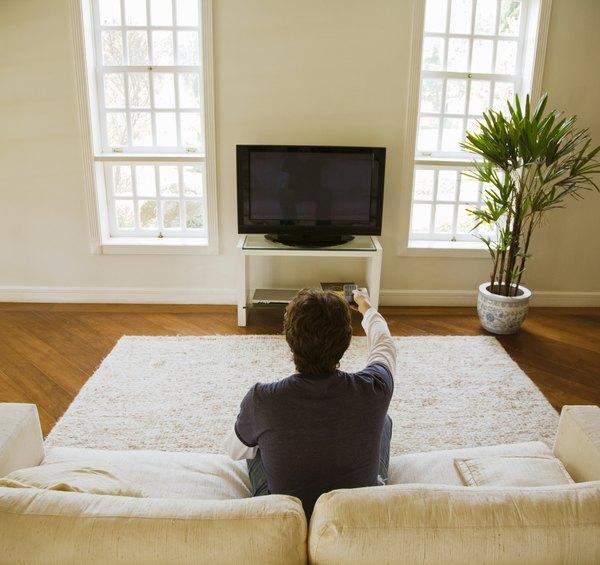 Toda la atención centrada en la TV.