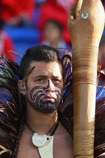 El idioma maorí convive con el inglés en Nueva Zelanda.