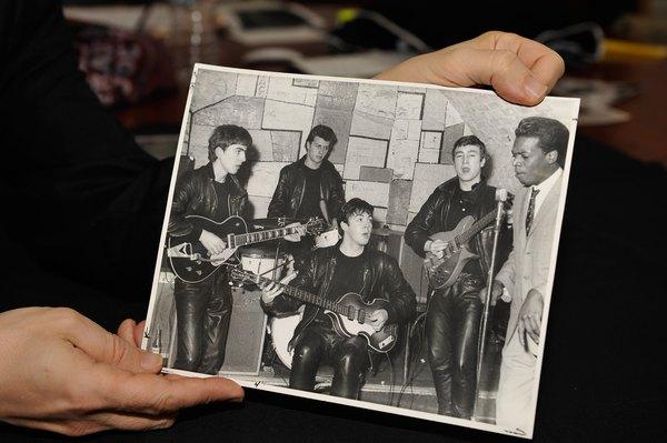 A Los Beatles le dijeron que su sonido de guitarra estaba pasado de moda.