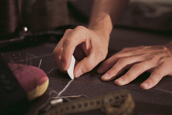 Se usa para marcar la línea por donde se va a cortar la tela.