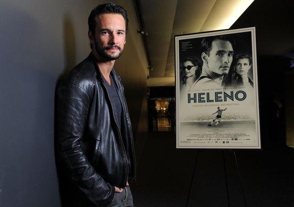 O ator Rodrigo Santoro interpreta o jogador de futebol Heleno, famoso nos anos 1940