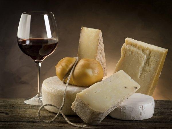Para acompanhar, prefira vinhos tintos e secos